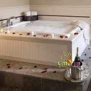 Jaccuzi tub with ocean view at Cambria Landing Inn & Suites